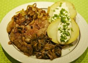 Kalvekotelet med bagt kartoffel, løg og champignon 25-03-14